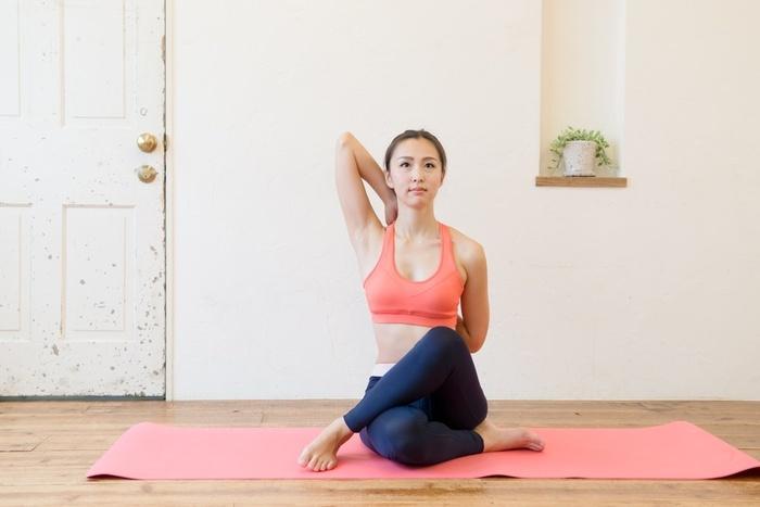 Cải thiện dáng gù, lấy lại sự tự tin với những bài tập yoga đơn giản tại nhà - Hình 4