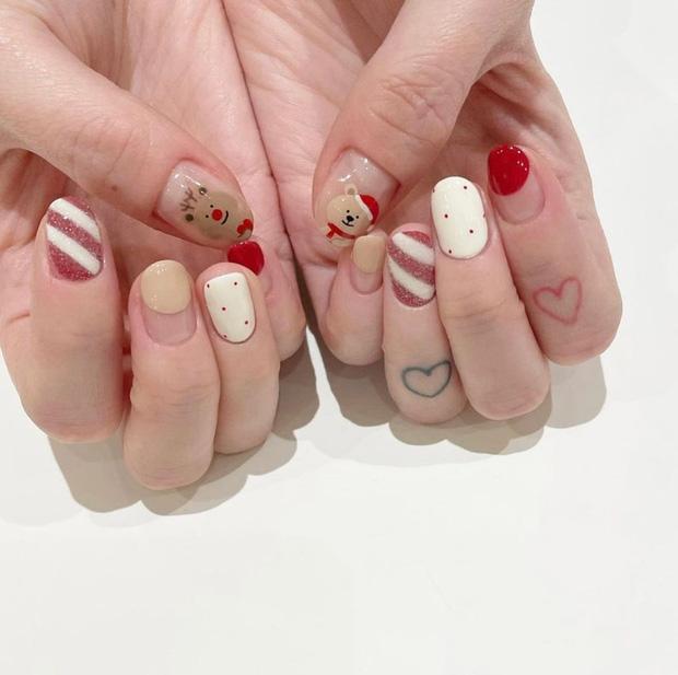 Đón Noel với 10 bộ nail xinh miễn bàn hot hit nhất các tiệm lúc này - Hình 7