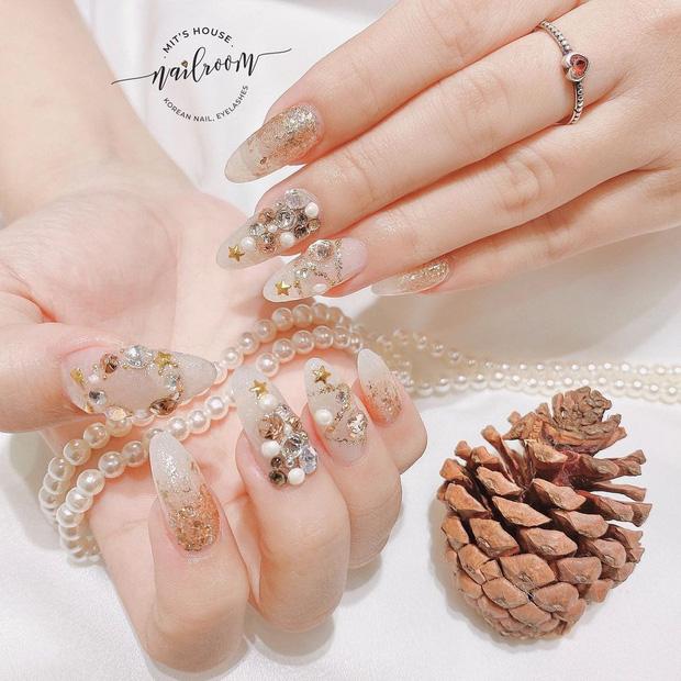 Đón Noel với 10 bộ nail xinh miễn bàn hot hit nhất các tiệm lúc này - Hình 4