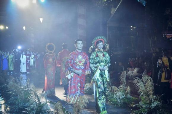 Thùy Trang và Đinh Y Nhung đội Khánh vàng, làm Vedette trong Ngày hội Áo dài Huế - Hình 13