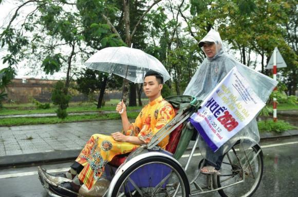 Thùy Trang và Đinh Y Nhung đội Khánh vàng, làm Vedette trong Ngày hội Áo dài Huế - Hình 23