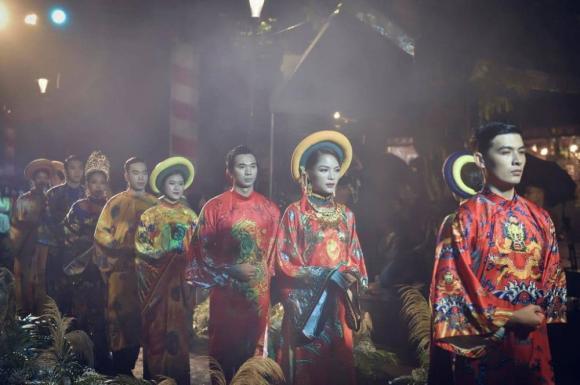 Thùy Trang và Đinh Y Nhung đội Khánh vàng, làm Vedette trong Ngày hội Áo dài Huế - Hình 16
