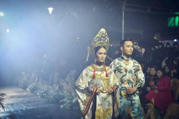 Thùy Trang và Đinh Y Nhung đội Khánh vàng, làm Vedette trong Ngày hội Áo dài Huế - Hình 8