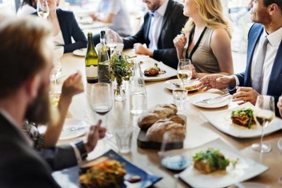 7 cách khiến bạn thoải mái đi dự tiệc mà không sợ bị tăng cân - Hình 4