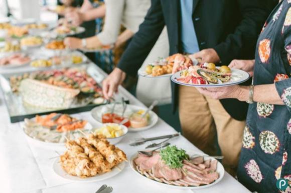 7 cách khiến bạn thoải mái đi dự tiệc mà không sợ bị tăng cân - Hình 3