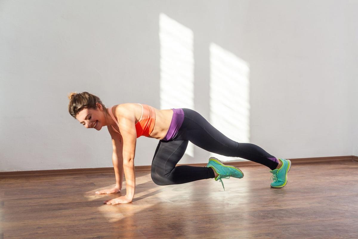 5 động tác plank giúp đốt mỡ thừa cấp tốc - Hình 3
