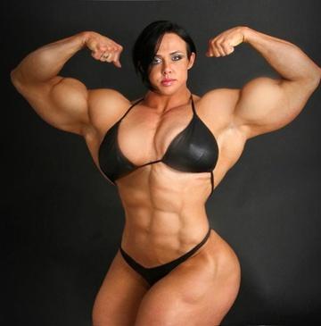 Người phụ nữ được so sánh với cỗ máy cơ bắp - Hình 2
