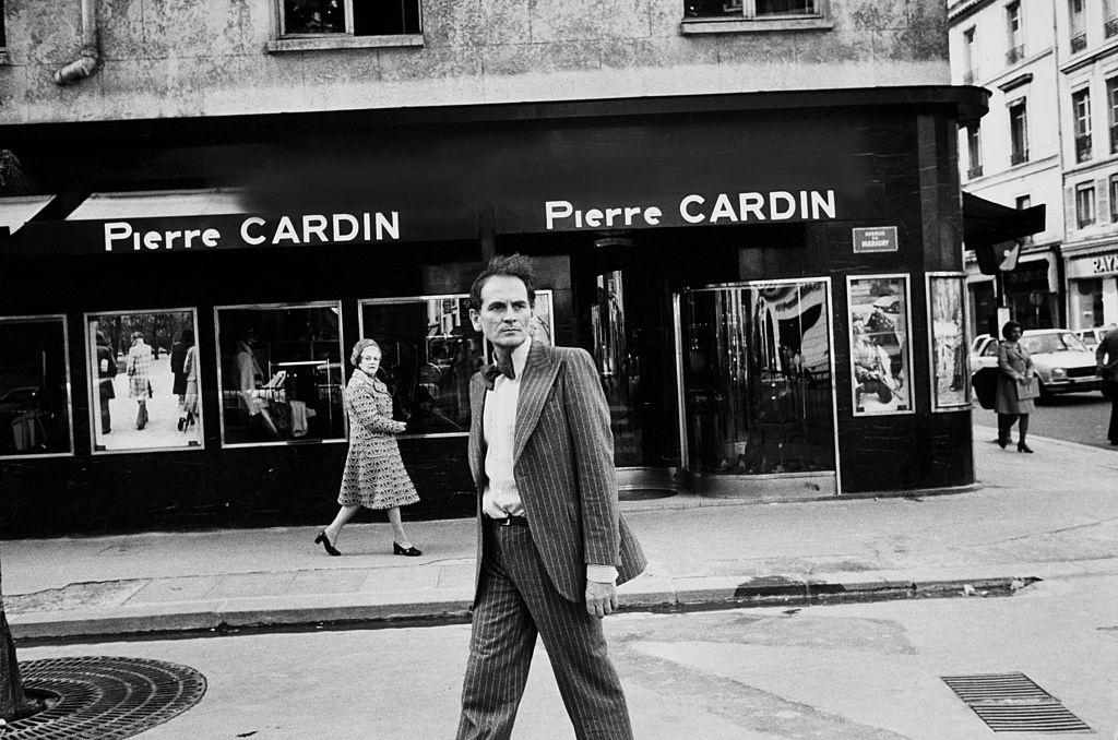 Cuộc đời của huyền thoại Pierre Cardin qua loạt ảnh cũ - Hình 1