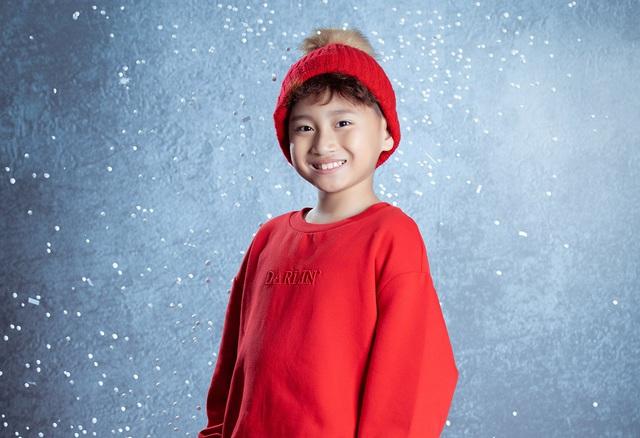 Mẫu nhí Vũ Ngọc Trọng Phương thần thái trong bộ ảnh Noel 2020 - Hình 3