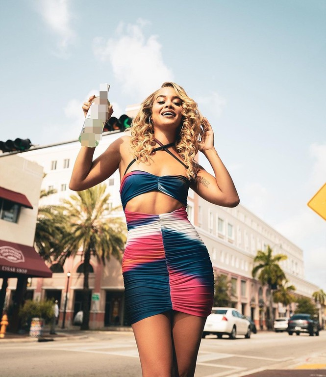 Mỹ nhân áo tắm Jasmine Sanders thả dáng tròn đầy ở Miami - Hình 13