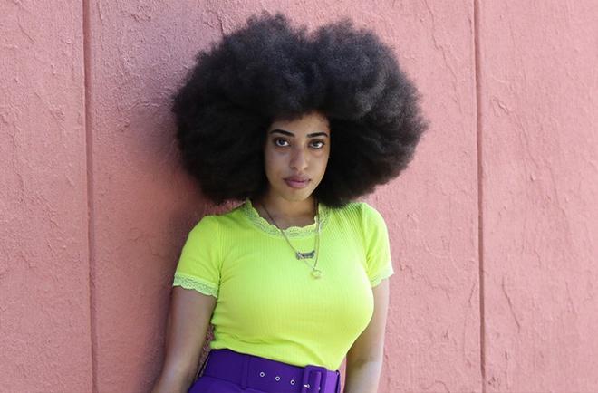 Cô gái có mái tóc xoăn tự nhiên lớn nhất thế giới - Hình 1