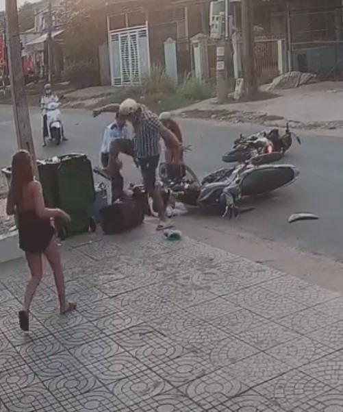 Kết đắng: Thanh niên qua đường ẩu gây tai nạn, dùng hàng nóng đánh nữ sinh bị giang hồ tìm đến xử đẹp - Hình 3