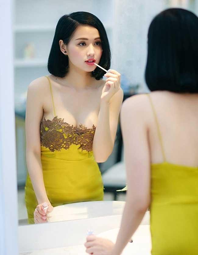 2 đệ nhất hot girl Hà thành một thời mặc thả rông, váy dây tôn nét ngài nở nang - Hình 14