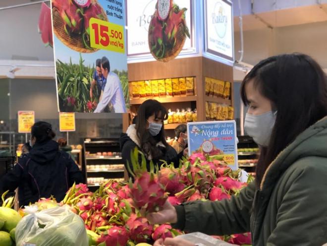 Dân chen mua dưa hấu, thanh long, siêu thị giải cứu thêm 4.000 tấn - Hình 1