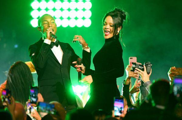 Rihanna dành ngày Valentine với Pharrell Williams trong phòng thu - Hình 1