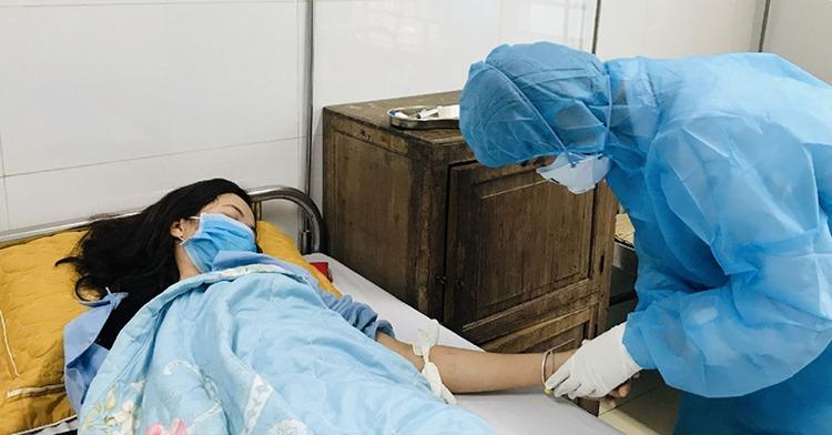 Giám đốc bệnh viện bị xem xét kiểm điểm vì lơ là chống dịch - Hình 1