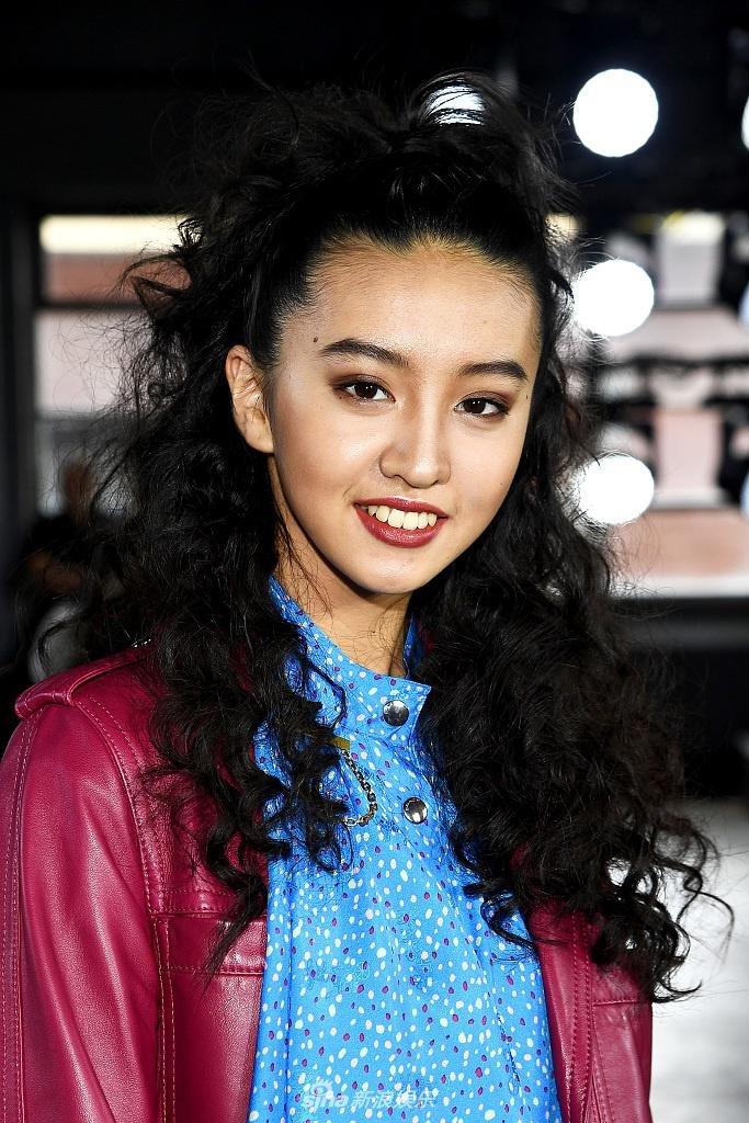 Koki diện cùng kiểu tóc nổ tung nhưng xinh hơn mẹ, chỉ mới 17 tuổi nhưng đã đậm chất người mẫu - Hình 1