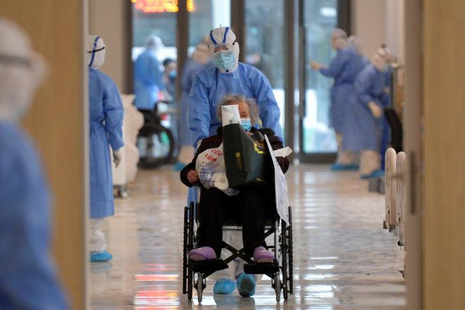 Covid-19: Y tế Mỹ gặp khó khi Trung Quốc lo cho xong thân mình - Hình 1