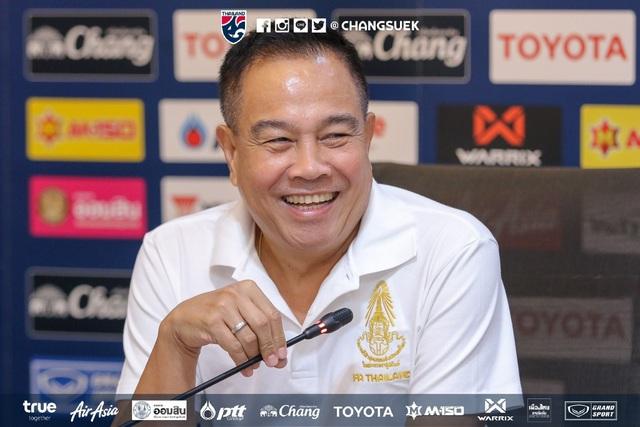 Dính cáo buộc tham nhũng, Chủ tịch LĐBĐ Thái Lan vẫn vững ghế - Hình 1