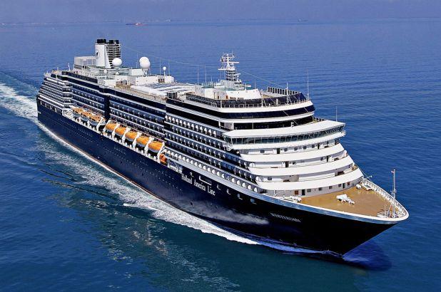 Du thuyền bị hắt hủi nhất thế giới vì virus Corona cuối cùng đã tìm được bến đỗ - Hình 1