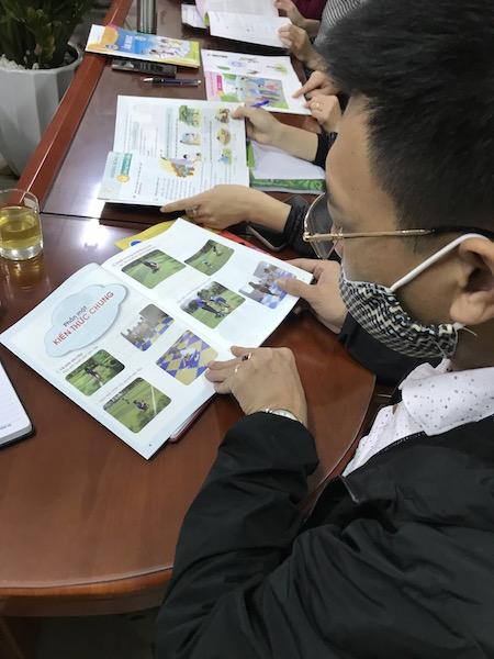 Huyện Gia Lâm: Ráo riết tập huấn 5 bộ SGK mới cho giáo viên - Hình 1