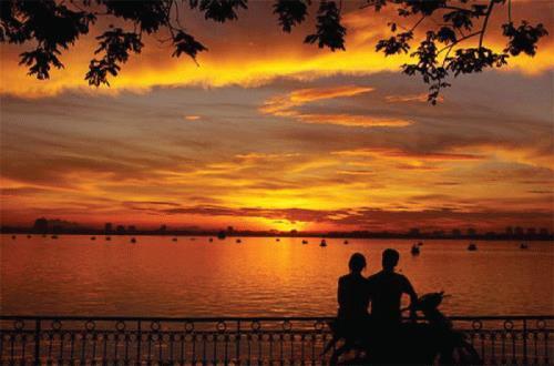 Những địa điểm đi chơi Valentine ở Hà Nội lãng mạn nhất - Hình 1