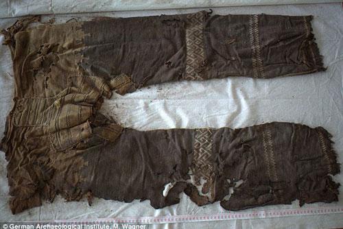 Phát hiện 2 chiếc quần cổ nhất thế giới - Hình 1