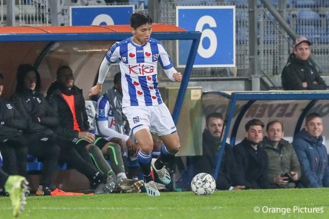 Văn Hậu hết cửa ra sân ở trận gặp Feyenoord - Hình 1