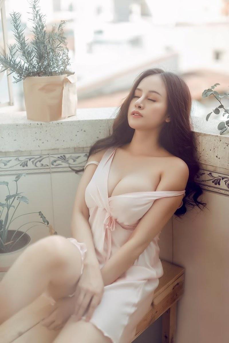 Bà Tưng tái xuất với bộ ảnh gợi cảm đốt mắt khán giả nhân ngày Valentine - Hình 1