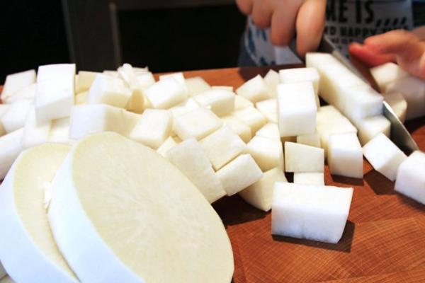 Cách làm kim chi củ cải trắng cay giòn xốp xốp, vị ngon mới lạ - Hình 1