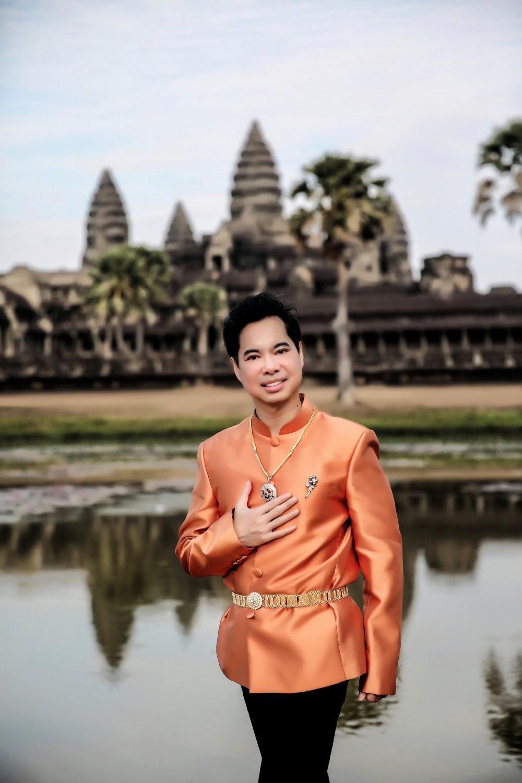 Ngọc Sơn diện trang phục Khmer, cầu nguyện cho Đại gia đình sớm vượt qua đại dịch - Hình 1