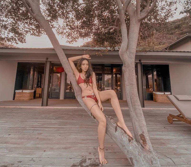 Phát hiện hot girl 9x chân siêu dài, vòng 1 căng tròn với bikini hở bạo - Hình 2