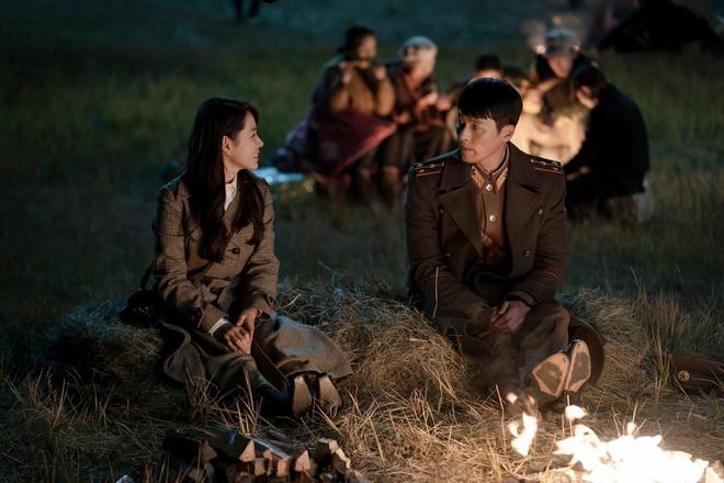 Triều Tiên không có lính như Jung Hyeok và phụ nữ đi bốt như Seo Dan - Hình 1