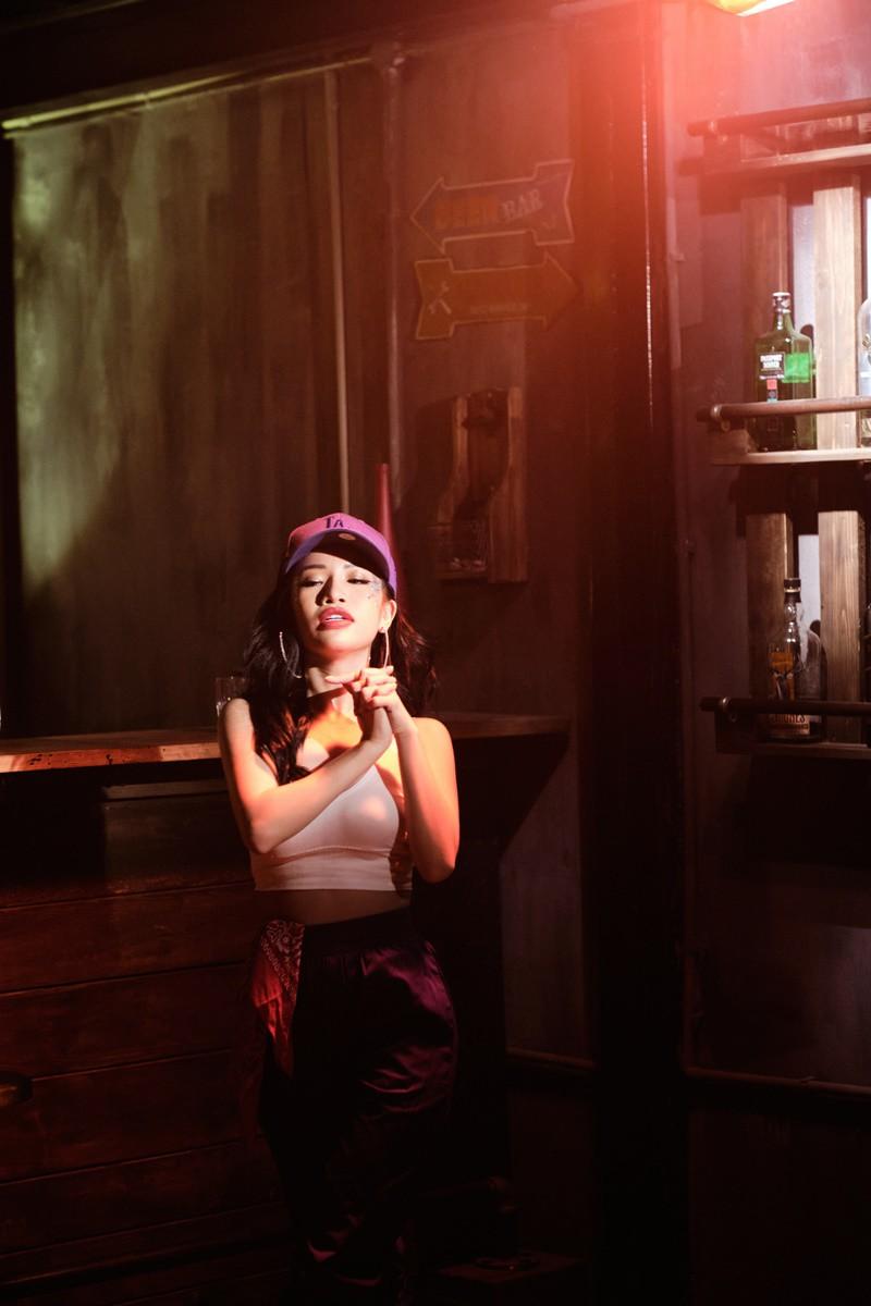 Á quân The Voice 2019 Lâm Bảo Ngọc táo bạo trong MV đầu tay - Hình 2
