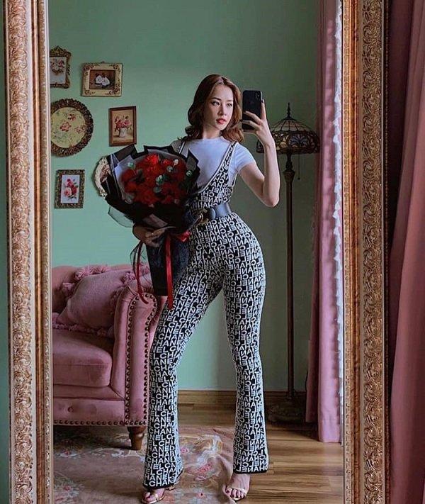 Chi Pu diện Chanel jumpsuit đắt đỏ đụng độ với Kylie Jenner - Hình 1