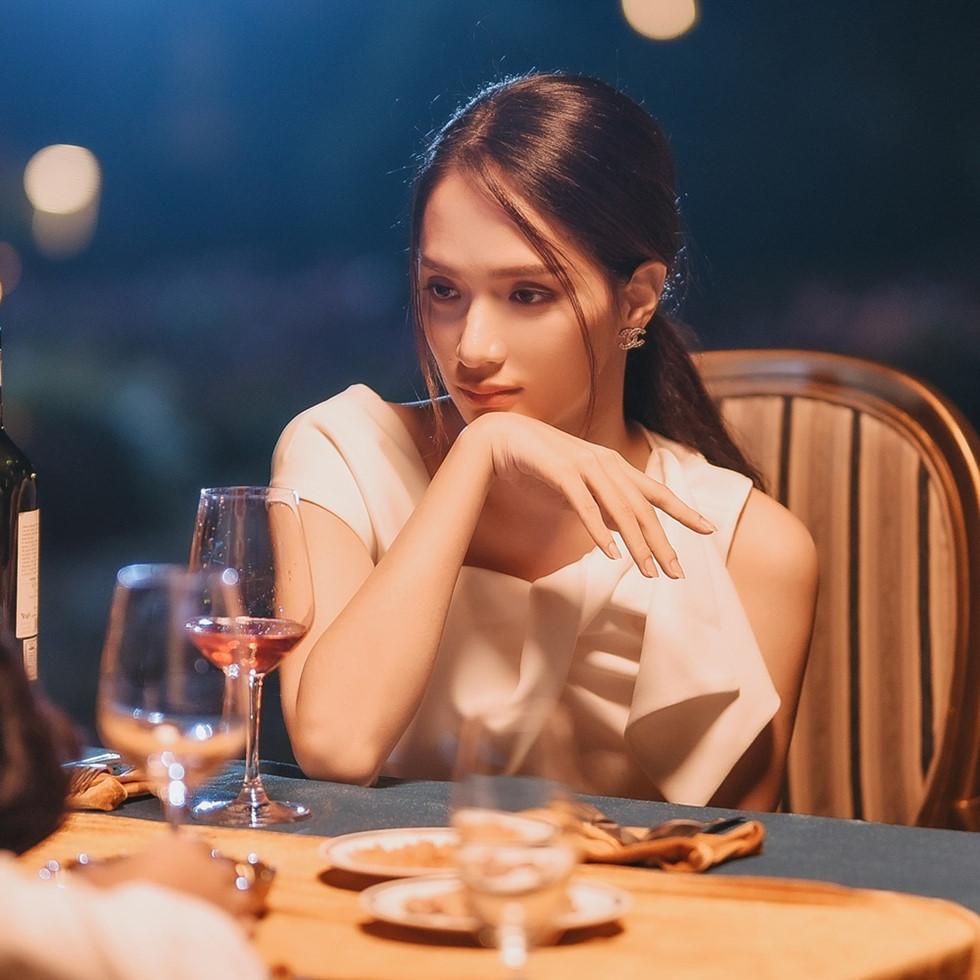 Người đẹp Việt phản pháo ra sao khi bị chê hát tệ? - Hình 1