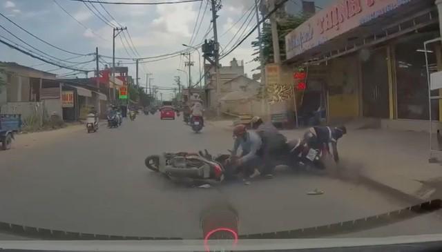 TP.HCM: Điều tra băng nhóm dàn cảnh giật dây chuyền người đi đường - Tệ nạn  - Việt Giải Trí