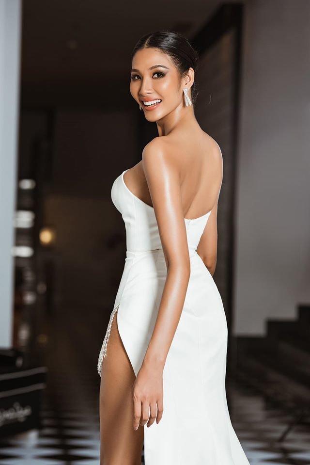 Trước thềm khai chiến, Hoài Sa chơi lớn khi đụng độ Hoàng Thùy hai chiếc váy hụt ở Miss Universe - Hình 10
