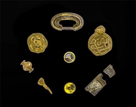 Ảnh hiếm vụ phát hiện kho vàng, ngọc trai 1.500 năm - Hình 4