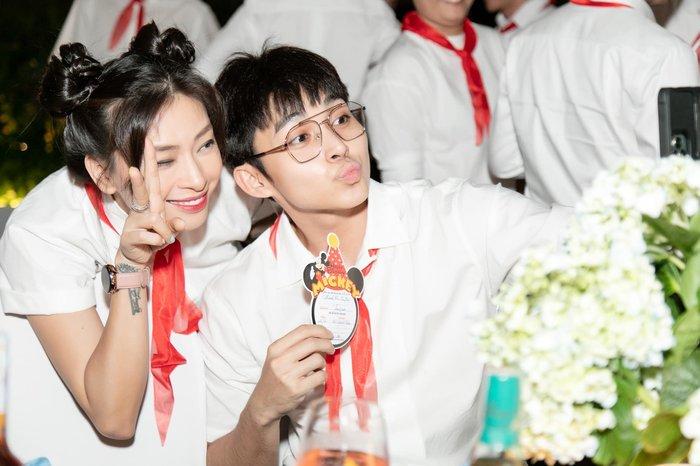 Diện đồ học sinh quẩy sinh nhật Ngô Thanh Vân, Jun Phạm - Xuân Lan bị cô lao công nhắc nhở về lo học đi - Hình 5