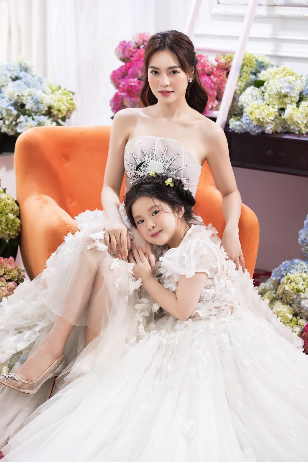 Ăn mừng Gái Già Lắm Chiêu 3 đạt trăm tỷ, Ninh Dương Lan Ngọc tung bộ ảnh mặc sang chảnh cùng cháu gái - Hình 5