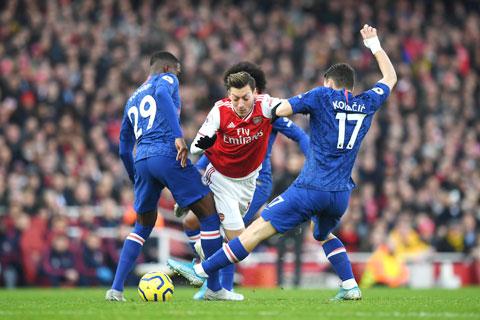 Vì sao hàng công Arsenal càng chơi càng bế tắc? - Hình 2