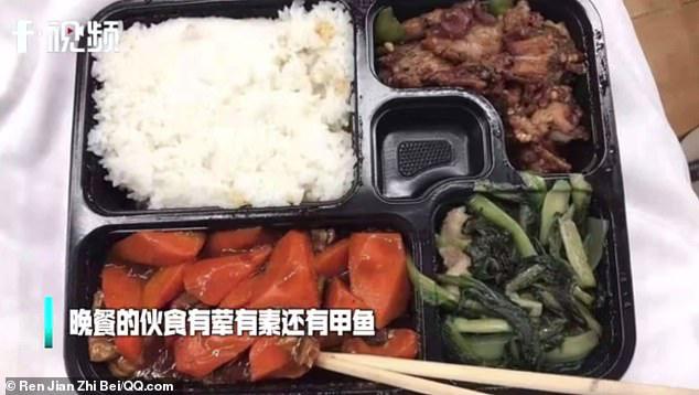 Bên trong bệnh viện dã chiến tại tâm dịch Vũ Hán: Bữa ăn của bệnh nhân chứa thịt động vật đặc biệt bổ dưỡng theo Đông Y - Hình 1