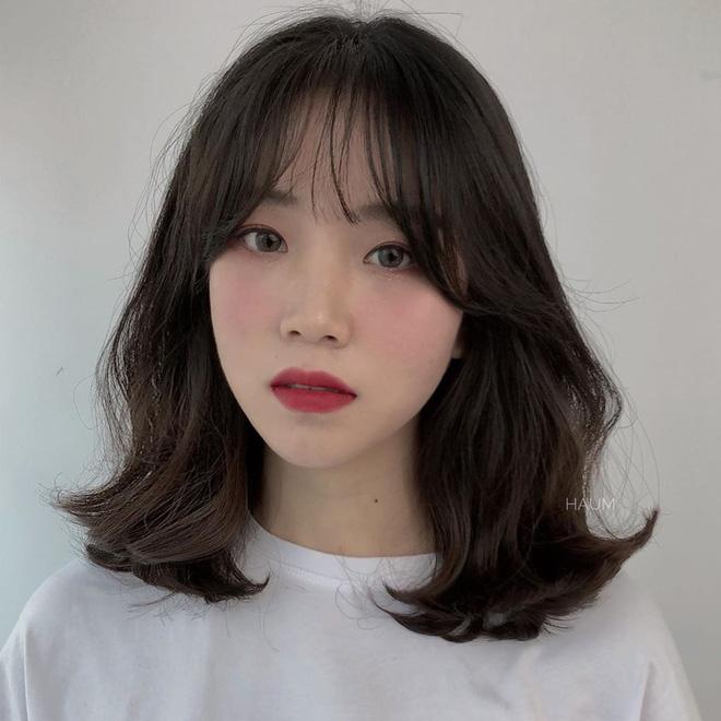 Cứ để 4 kiểu tóc 'hack tuổi' này, hội chị em U30 sẽ trẻ trung, xinh đẹp hết phần thiên hạ - Hình 1