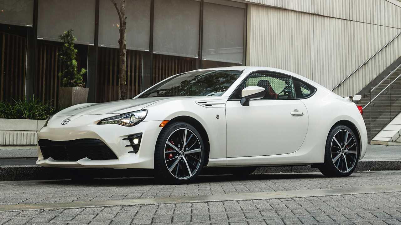 Toyota mua lại cổ phần của Subaru - Hình 1