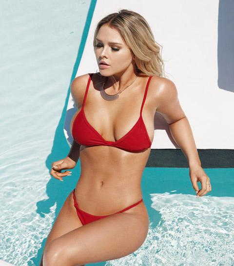 Cô nàng phá rối chung kết Champions League vào rừng mặc bikini tránh Covid-19 - Hình 9