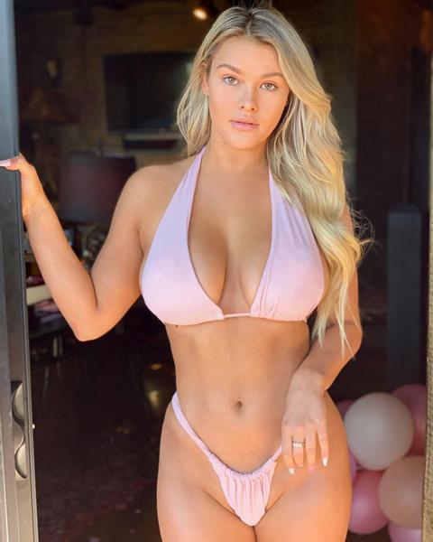 Cô nàng phá rối chung kết Champions League vào rừng mặc bikini tránh Covid-19 - Hình 3