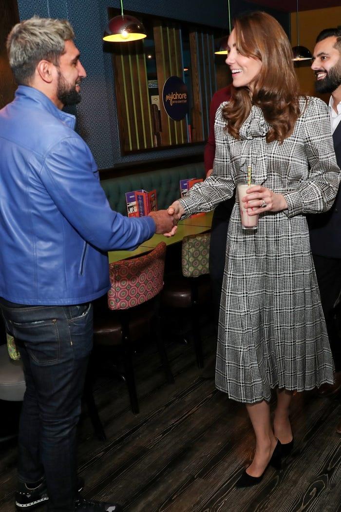 Gia tài triệu đô nhưng vẫn tiết kiệm, công nương Kate là fan trung thành của thời trang bình dân - Hình 17