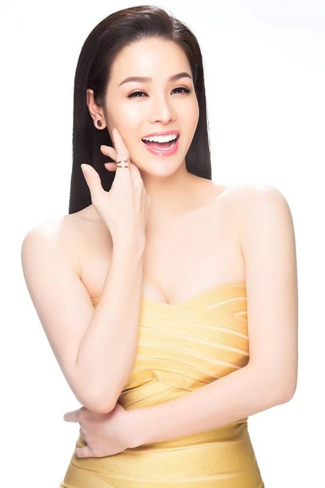 Vòng một đẹp tự nhiên, Nhật Kim Anh mặc gì cũng gợi cảm - Hình 11