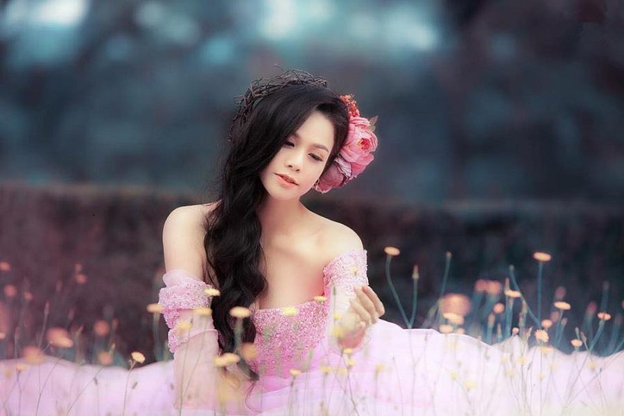 Vòng một đẹp tự nhiên, Nhật Kim Anh mặc gì cũng gợi cảm - Hình 32
